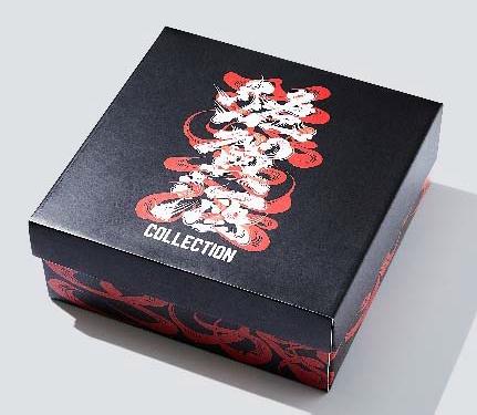 シューズボックス風オリジナルボックスに入れて販売します。